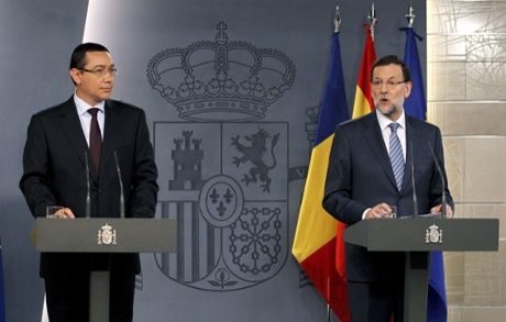 Spanish Prime Minister  Mariano Rajoy (R), and his Romanian counterpart, Victor Ponta, during a joint press conference held after their meeting at La Moncloa Palace in Madrid, Spain, 22 July 2013.