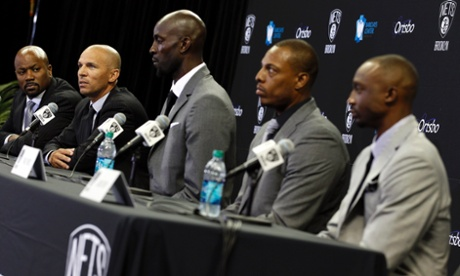 Newly acquired Brooklyn Net's NBA players Kevin Garnett (C), Paul Pierce (2nd R), Jason Terry (R) and general manager Billy King (L) listen as head coach Jason Kidd speaks during a news conference in Brooklyn, New York July 18, 2013.    REUTERS/Adam Hunger  (UNITED STATES - Tags: SPORT BASKETBALL) :rel:d:bm:GF2E97I1CAA02