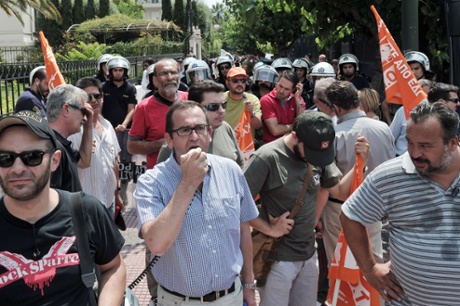 Municipal workers  protest in front of the of the Administrative Reform ministry in Athens on July 5, 2013 after Greek officials have apparently proposed that 4.000 municipal police officers be transferred to the Greek Police force.