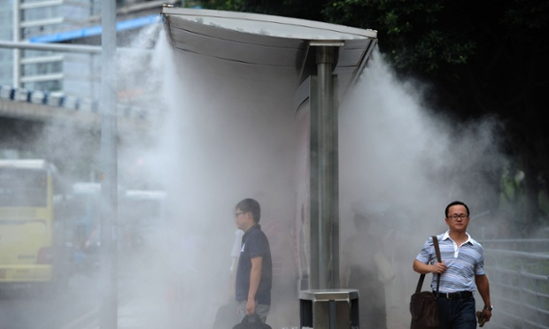 Special sprayers have been installed on bus stops in Chongqing, China, to help cool passengers down on hot days.