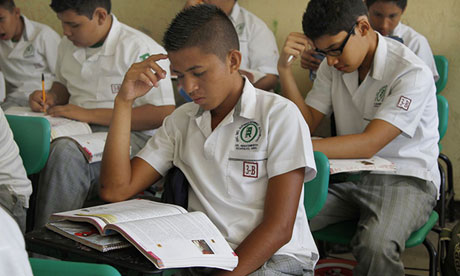 Mexico's education secretary ordered printing to go ahead despite mistakes in new textbooks.