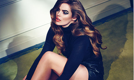 Robyn Lawley: sitting