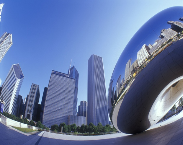 Cloud Gate Millennium Park and downtown Chicago skyline.