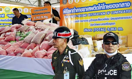 Thail police guard confiscated methamphetamine 2013