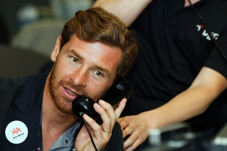 Tottenham Hotspur manager, Andre Villas-Boas, takes part in a trade on the trading floor of BGC Partners in London September 11, 2013
