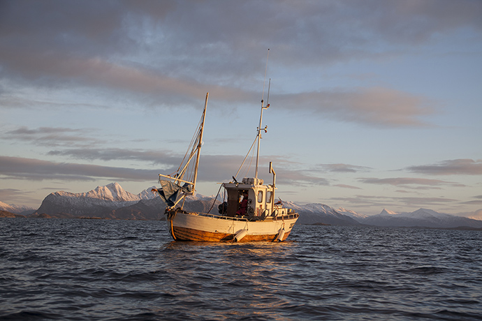 Geogarage blog on the trail of sea urchins in the arctic for Circle fishing boat