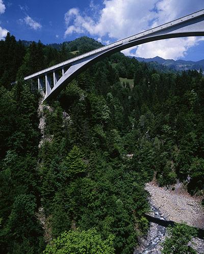 Salginatobel Bridge - Robert Maillart - Great Buildings ...