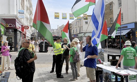 Pro-Palestine and pro-Israel supporters protest outside the EcoSource shop in Brighton.
