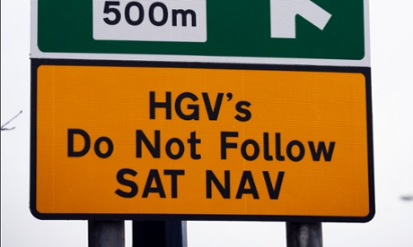 A road sign warning HGV drivers not to follow Satellite Navigation instructions.