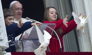 Pope's peace doves attacked by crow and seagull