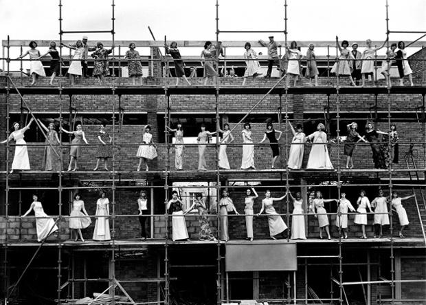 Models on scaffolding, London 1977