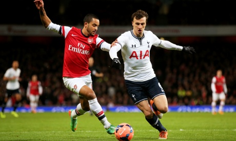 Theo Walcott takes on Vlad Chiriches.