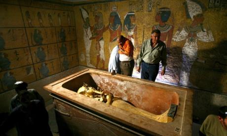 golden sarcophagus of the Tutankhamun
