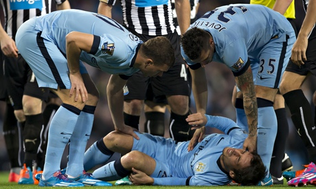 Manchester Citys David Silva out for three weeks with knee injury