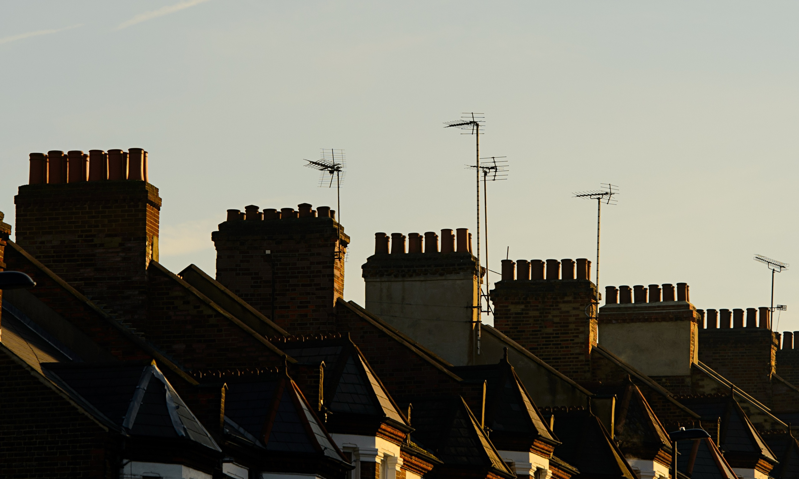 uk housing market The often volatile behaviour of uk house prices between 1957 and 1994 is  analysed in an annual econometric model theory suggests that.
