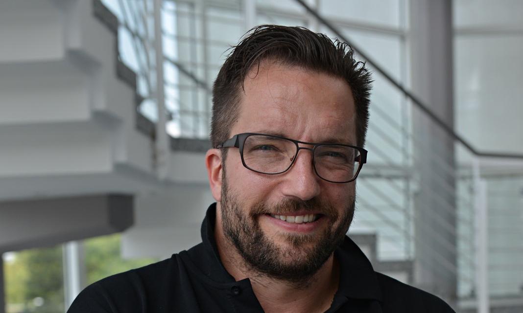 Rosetta spacecraft scientist matt taylor prepares for for Matt taylor shirt buy