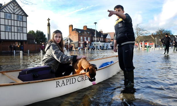 A girl and her dog get around by canoe in Datchet, Berkshire
