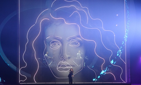 Lorde and Disclosure perform Royals.