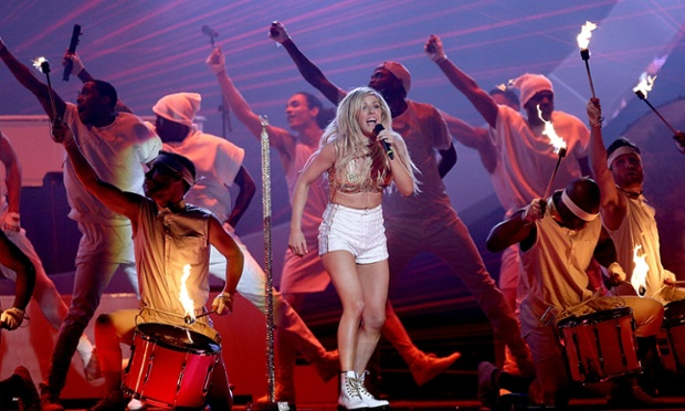 Ellie Goulding performs Burn at the Brit Awards.