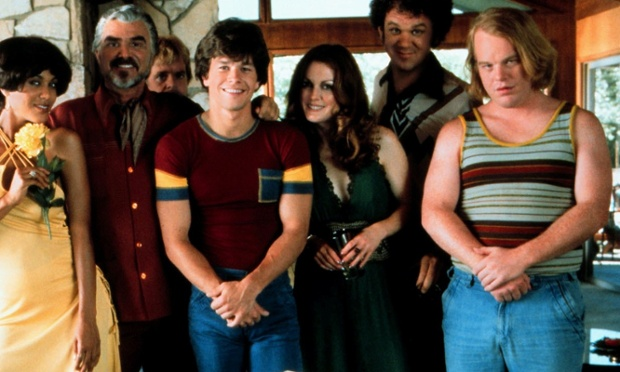 Nicole Ari Parker, Burt Reynolds, William H. Macy, Mark Wahlberg, Julianne Moore, John C. Reilly & Philip Seymour Hoffman in Boogie Nights (1997)