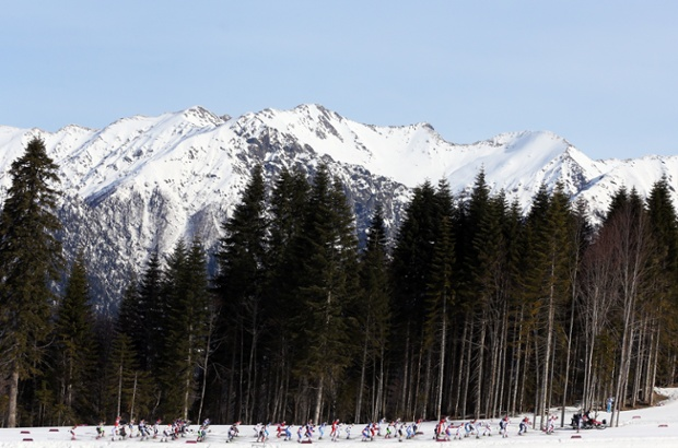 Athletes compete in the men's 50km mass start.