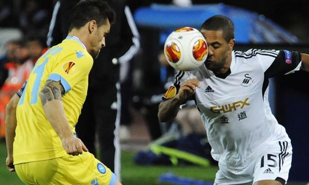 Napoli's Cristian Maggio, left, and Swansea's Wayne Routledge.