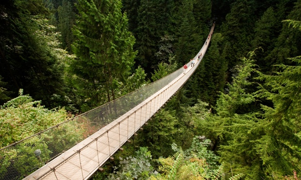 Hikers crossing the Capilano suspension bridge