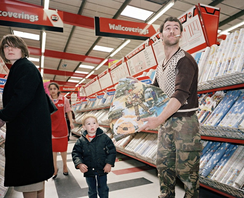 paul reas s best shot a dad buying army wallpaper for his son art