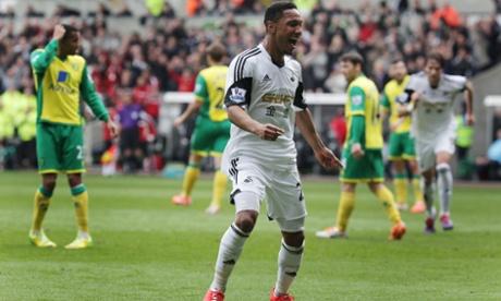 Swansea City's Jonathan de Guzman celebrates.