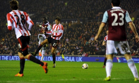 Mohamed Diamé of West Ham scores his team's second goal against Sunderland.