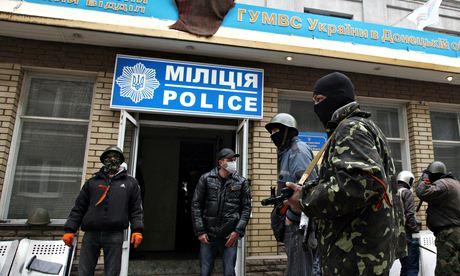 Armed pro-Russian activists in Slavyansk