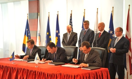 Kosovo road signing (Photograph courtesy of Kosovo Ministry of Transport and Communications)