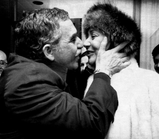 Gabriel García Márquez of Colombia gets a kiss from his wife Mercedes Barcha