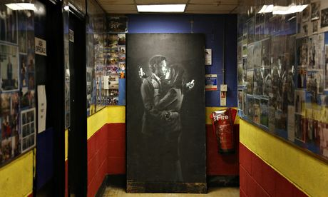 Banksy artwork Mobile Lovers to go on public display in Bristol art gallery...