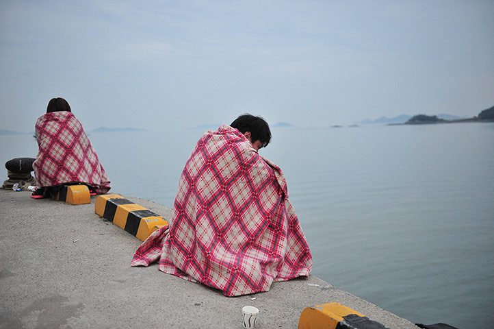 20 Photos: South Korean relatives wait for missing people at a harbour in Jindo