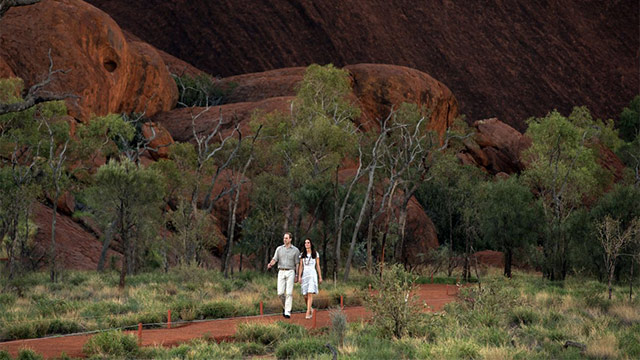 Will and Kate at Uluru 016 Royal tour of Australia is all about creation of soft propaganda ...