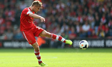 Manchester United set to beat Chelsea in £30m deal for Luke Shaw