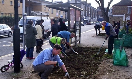 Edible Bus Stop - Volunteers start to work on the patch of land