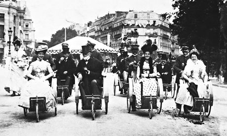 Visitors to Paris travel to the 1900 Universal Exhibition in Bath chairs