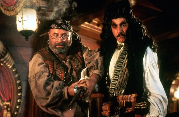 Bob Hoskins as Smee with Dustin Hoffman in Hook (1991)