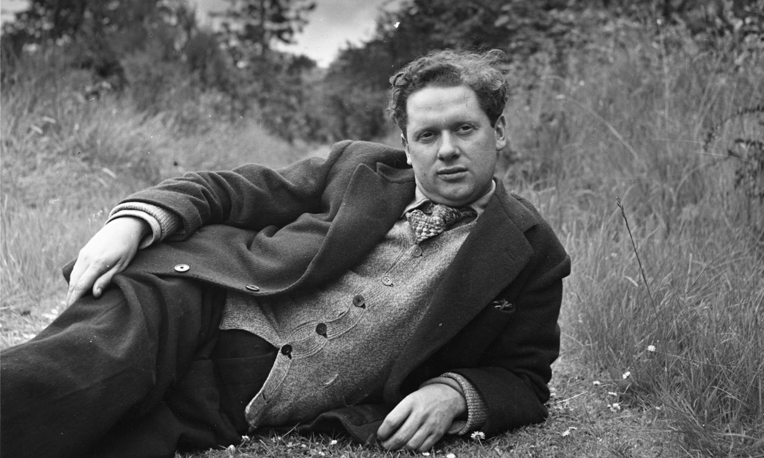 a biography of dylan marlais thomas a writer Born october 27, 1914 in swansea, south wales dylan marlais thomas was a  popular poet and writer of the earlier part of the twentieth century and whose.