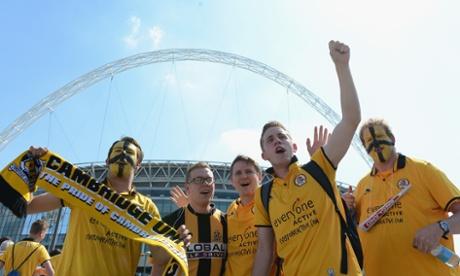 Cambridge fans underneath the arch.