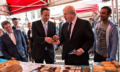 David Cameron offers Boris Johnson a piece of rocky road cake at a Newark market stall