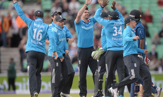 James Anderson celebrates with teammates after dismissing Lahiru Thirimanne.