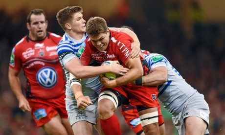 Juan Smith of Toulon is tackled by Owen Farrell  and Brad Barritt of Saracens.