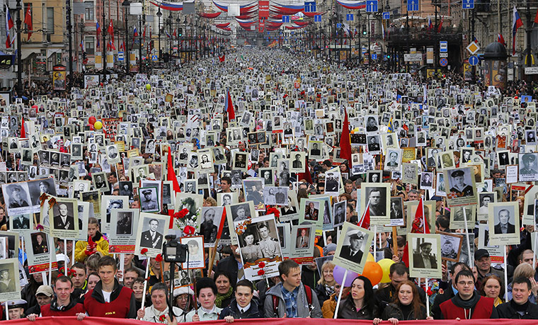 20 Photos: Residents with portraits of their ancestors on Victory Day in St Petersburg