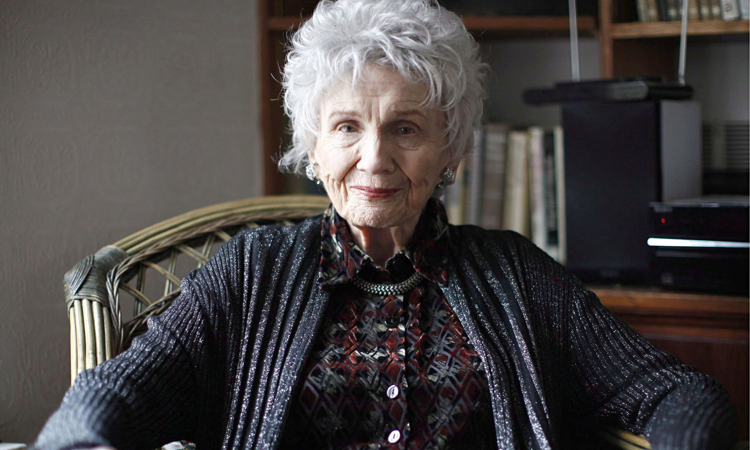 Lying Under The Apple Tree Review Alice Munro S