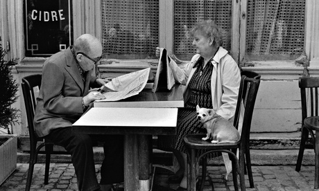 couple reading newspaper france