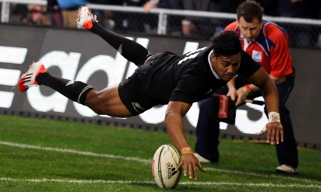 Julian Savea scores the try to put the All Blacks in front.