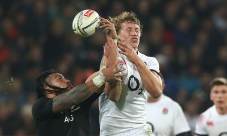 Billy Twelvetrees challenges Ma'a Nonu.